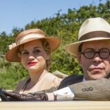 """Ikke helt rene i kanten: Lisa Werlinder og Søren Sætter-Lassen er nye gæster på """"Badehotellet"""". Foto: Mike Kollöffel/TV 2"""