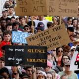 Der har været store protester mod den amerikanske våbenlov efter et skoleskyderi i Florida midt i februar. Reuters/Colin Hackley