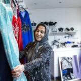 53-årige Gúilizar Gezens ejer kjoleforetningen i Vejleåparken. Hun har bosat sig i Ishøj, fordi hendes bror og søster bor i kommunen. Gúilizar Gezens har boet i Danmark i 20 år, og i 12 år har hun boet i Ishøj.