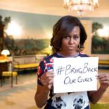 USAs tidligere førstedame Michelle Obama støttede på opsigtsvækkende vis #BringBackOurGirls taget fra Det Hvide Hus i 2014. Den globale opmærksomhed, som hashtagget skabte, har dog ikke været løsningen på Nigerias problemer. Det står klart efter bortførelsen af 105 skolepiger i sidste uge. Foto: Det Hvide Hus