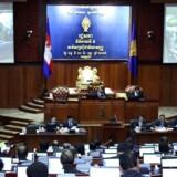 Cambodias nye lov gør det muligt for landets domstole at opløse et parti, hvis det er forfatningsstridigt, opildner folket, eller hvis dets leder er dømt for kriminalitet.