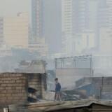 Cirka 15.000 personer er hjemløse efter en storbrand i et fattigkvarter ved havnen i Filippinernes hovedstad, Manila.