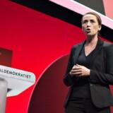 Socialdemokraterne indledte fredag eftermiddag partiets tre dage lange kongres i Aalborg Kongres- og Kulturcenter. Fra talerstolen betonede Mette Frederiksen, at udlændingepolitik i hendes øjne skal føres hen over midten.