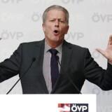 Reinhold Mitterlehner, Østrigs vicekansler og ÖVP-partiformand: Det her er både et signal til østrigerne og til asylansøgerne. Foto: Heinz-Peter Bader/Reuters