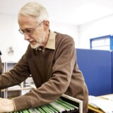 Arkivfoto: Ældre danskere på arbejdsmarkedet. 76-årige Leif Rystrøm, arbejder stadig, trods sin alder. I 16 år har han arbejdet hos vejdirektoratet, og her er han stadig.