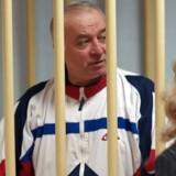Sergej Skripal ses på bileldet ved domsafsigelsen for højforrædderi i Moskva i 2006. Han fik 13 års fængsel, men i 2010 hentede briterne ham ud og genhusede ham i den sydengelske katedralby Salisbury