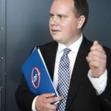 Dansk Folkepartis udlændingeordfører, Martin Henriksen har indkaldt hele fem ministre til samråd om illegale indvandrere.