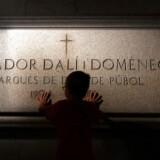 Arkivfoto: Salvador Dali-stiftelsen forsøger at forhindre, at gravfreden forstyrres på Salvador Dali-museet i Figueres i det nordøstlige Spanien, hvor han er begravet. Ikke desto mindre vil den spanske kunstners grav efter planen blive åbnet kl. 9.30 torsdag.
