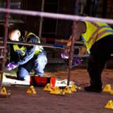 Vidner har berettet, at der blev skudt med automatvåben foran internetcaféen på Drottninggatan, der ligger centralt i Malmø.