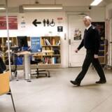 Kim Aabroe, rådhusbetjent i Københavns Kommune, sikrer, at der er ro og orden på blandt andet Valby Bibliotek efter en periode med problemer. Snart får kommunens kulturinstitutioner flere vagter i den selvbetjente åbningstid.
