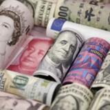 Euro, Hong Kong dollars, U.S. dollars, japanesiske yen, britiske pund and kinesiske 100-yuan pengesedler.