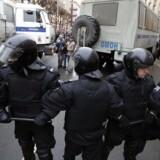 Oppositionspolitikeren i Rusland, Aleksej Navalnyj, blev søndag anholdt. Søndag aften blev han løsladt igen.