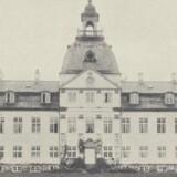 Charlottenlund Slot efter ombygningen i 1880. Foto fra omkring 1920. Før og nu, 9. årg.