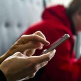 Lillebroderen til iPhone 4S får en tyndere skærm med et klarere billede på grund af en ny touch-teknologi.