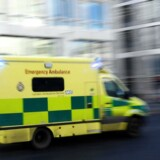 De fire mænd, som er mellem 31 og 67 år, blev kastet ud af lastbilen, og de er bragt til hospitalet.