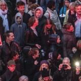»Velkomstkomiteen« arrangerede tirsdag 6. oktober fakkeloptog fra Ryesgade til Christiansborg Slotsplads i København. Demonstrationen blev kaldt »Folkevandringen for en ordentlig behandling af flygtninge.« Foto: Søren Bidstrup