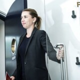 Mette Frederiksen søger 13 folk, der skal sikre hende statsministerposten.