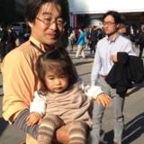 Ikumen er det nye mandeideal for moderne japanske kvinder. Ordet er et ordspil på at se godt ud, være cool, og så tage sig af sine børn. Det sidste er noget, der er brug for, hvis fødselsraten skal op. De fleste kvinder trækker sig nemlig fra arbejdsmarkedet og karrieren, når de får børn, og de får heller ikke de samme jobmuligheder efter børnefødsler, som deres mandlige kolleger, der ofte arbejder næsten i døgndrift.