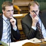 DF-formand Kristian Thulesen Dahl og gruppeformand Peter Skaarup under tirsdagens spørgetime