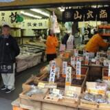 Det ydre marked er åbent for detailsalg fra 5-6-tiden ?om morgenen og er samtidig en turistattraktion.
