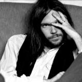 Neil Young i et eftertænksomt øjeblik i 1970erne.