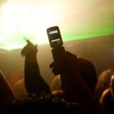 De festlige mobildage er ovre. Folk beholder deres telefon meget længere end tidligere, og salget går kraftigt ned. Foto: Colourbox