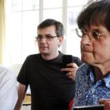ARKIVFOTO 2011. De franske tegnere Tignous (tv), Charb (midt) og Cabu (th). Tegnerne er blandt de tolv dræbte i Paris.