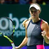 Caroline Wozniacki skal møde tjekken Karolína Plísková i lørdagens semifinale ved sæsonfinalen i tennis.