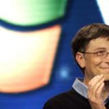 Microsoft-grundlæggeren Bill Gates er i dag klar med en ny version af Windows Vista, der indeholder små og store justeringer i forhold til den tidligere udgave. Blandt andet er startmenuen i Windows 7 blevet forenklet i højre spalte, og lommeregneren findes både i en enkel udgave (som i det lille indsatte billede) og en mere avanceret af slagsen, men nu kan den desuden også omregne mellem forskellige måleenheder. Herudover har Windows 7 fået en letvægtsudgave af multimedieafspilleren Windows Media Player, når man hurtigt vil høre musik eller se film.