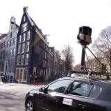 Googles fotooptagelser til Gadevisningsfunktionen i Google Maps fortsætter med at skabe debat. Her er en fotovogn i gang med at tage 360-gradersbilleder på Prinsengracht i Amsterdam i Holland. Arkivfoto: Toussaint Kluiters, EPA/Scanpix