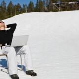 Sidder man alene i de svenske alper, er der fin og fuld forbindelse til det mobile bredbånd. Men er der flere på linien, deles man om hastigheden, der dermed går ned. Foto. Colouxbox