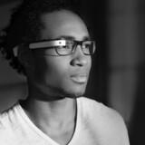 Promobillede for Google Glass, der ventes på det amerikanske i begyndelsen af 2013. Foto: Google