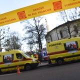 Politi og ambulancer foran den store moske i Bruxelles, der tidligere på dagen blev evakueret, efter en mistænksom pakke med hvidt puvler blev fundet.