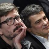Det satiriske magasin Charlie Hebdo mister en af sine mest kendte tegnere. Renald Luzier (tv) har fået nok af Muhammed-tegninger og søvnløse nætter.