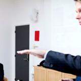 TDCs koncernchef Henrik Poulsen (til højre) afviser, at der er noget odiøst i den nye måde at gøre regnskabet op på. Foto: Mads Nissen, Scanpix