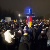Den voksende højreorienterede Pegida-bevægelse holder ugentlige demonstrationer flere steder i Tyskland. Igen mandag er der planlagt marcher i bl.a. München, hvor der ventes at deltage tusinder oven påterroren i Paris, men der er også anmeldt moddemonstrationer.