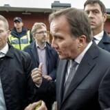 Statsminister Stefan Löfven besøger skolen i Trollhättan, hvor to mennesker er døde og to såret efter et angreb fra en knivbevæbnet gerningsmand.