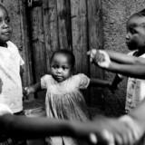 Ngugi wa Thiong'o skildrer i »Drømme i krigens tid« barndommen i Kenya under de sidste år som britisk koloni.
