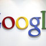 Google får omkring 250.000 henvendelser om ugen fra copyright ejere, der vil have søgegiganten til at fjerne links til sider, hvor der ligger ulovlige kopier af copyright'et materiale.