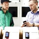 Salget af de avancerede mobiltelefoner, smartphones, fortsætter med at stige eksplosivt verden over. Arkivfoto: Camilla Rønde