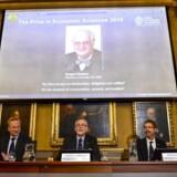 Nobelkomiteen oplyser, at det er den britiske økonom Angus Deaton, der vinder dette års nobelpris i økonomi.