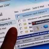 Ifølge nyt Snowden-læk har den amerikanske spiontjeneste NSA et indsamlingsprogram, der hidtil ikke har været kendt af offentligheden, der opsnapper adresselister fra mailkonti og vennelister fra chatservicer fra tjenester som Yahoo, Hotmail, Facebook, Gmail og fra uspecificerede udbydere.