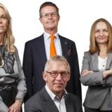 Portræt af de fire skribenter i Berlingske Business Søndag Merete Wedell-Wedellsborg (tv.), Alfred Josefsen (Siddende), Stephen Bruyant-Langer (Stående) og Charlotte Mandrup (Th.).