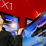 Jo, det er godt nok fladt, Sonys nye fladskærmsfjernsyn. Foto: Kazuhiro Nogi, AFP/Scanpix