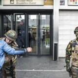 Belgierne vågnede onsdag op til dagen derpå efter terrorangrebet. Alle passagerer, det skulle med tog eller metro, blev eksempelvis grundigt tjekket.