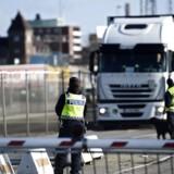 Svensk politi ved Trelleborg Færgeleje torsdag den 12. november 2015. Kl. 12.00 i dag indførte Sverige grænsekontrol. (Foto: Mathias Løvgreen Bojesen/Scanpix 2015)