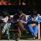Stadig flere i verden får mobiltelefoner, og dermed vokser mobiltrafikken voldsomt. Navnlig datatrafikken er i stigning med udsigt til trafikpropper, hvis der ikke gøres noget. Arkivfoto: Wang Zhao, AFP/Scanpix