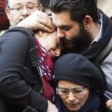 Den nærmeste familie i dyb sorg ved begravelsen af de fire jøder, der blev dræbt ved terrorangrebet på et jødisk supermarked i Paris i sidste uge.