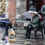 Som led i Berlingskes serie »Griber du ind?« tabte en skuespiller sin fyldte indkøbspose på Strøget for at se, om nogen gav en hånd.