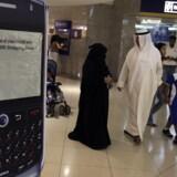 De Forenede Arabiske Emirater vil forbyde Blackberry-mobiltjenesten, fordi myndighederne ikke kan læse brugernes krypterede emails.